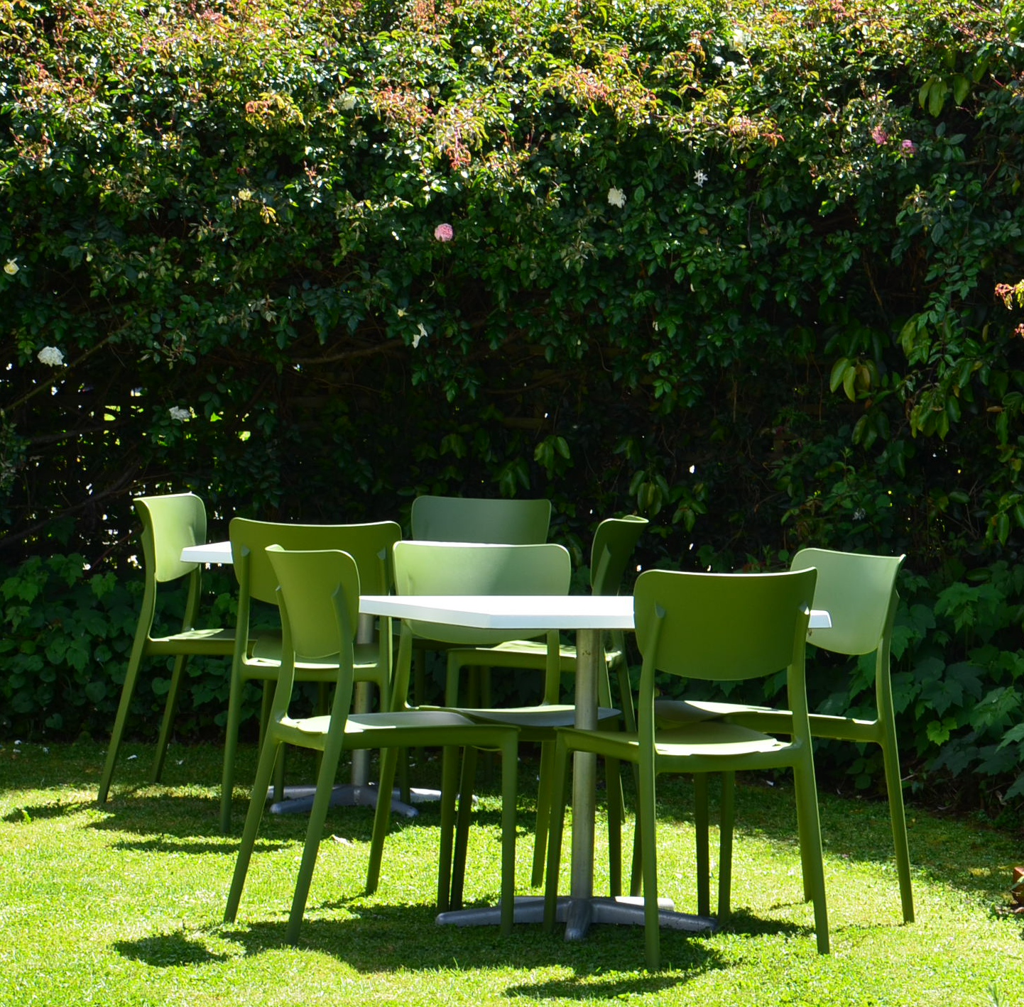 Photo of tables & chairs in the cottage garden